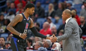 Paul George et Doc Rivers se congratulent