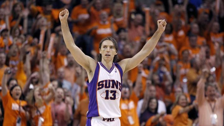 Steve Nash célèbre un succès avec les Phoenix Suns