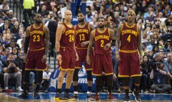 LeBron James, Richard Jefferson, Tristan Thompson, Kyrie Irving et Iman Shumpert avec les Cavaliers