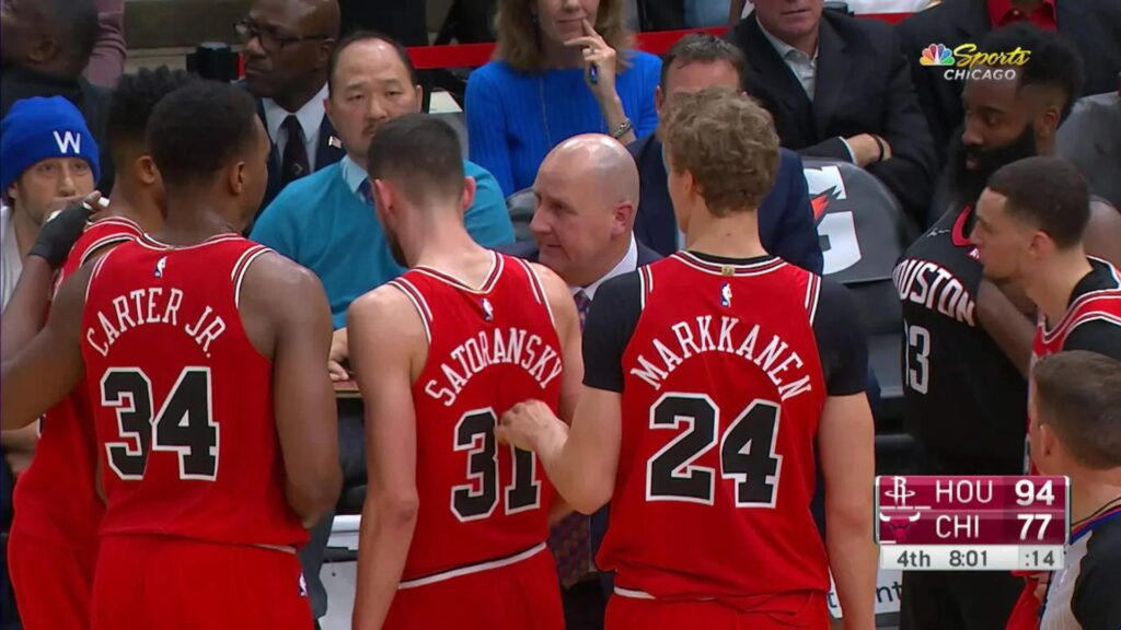 James Harden s'incruste dans le huddle des Bulls