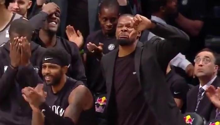Kevin Durant s'est bien amusé sur le banc des Nets