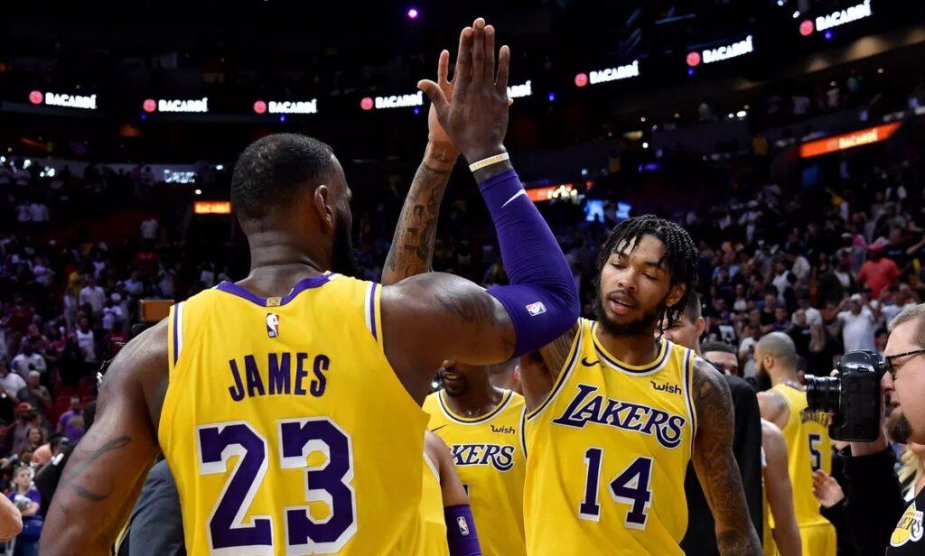 LeBron James et Brandon Ingram sous le maillot des Lakers