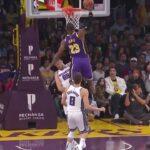 NBA – LeBron James détruit Bjelica avec cet énorme poster !