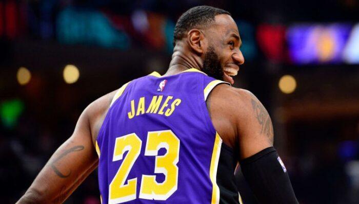 NBA - LeBron James dépasse Derek Harper dans l'histoire
