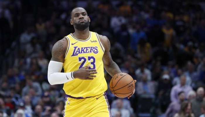 LeBron James continue de battre des records