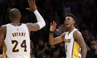 Nick Young et Kobe Bryant se tapent dans la main