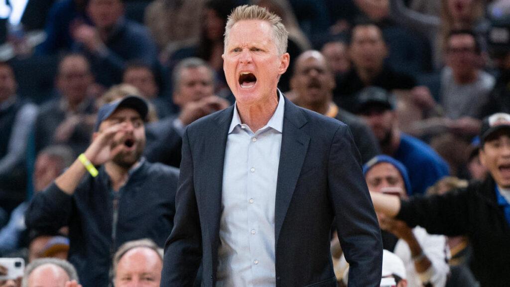 NBA - Steve Kerr casse un clipboard... et se blesse