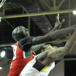 NBA – Tacko Fall se fait dunker dessus !