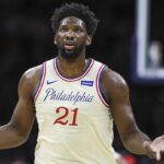 NBA – Écarté du All-Star à la dernière minute, Joel Embiid se déchaîne