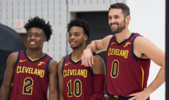 Collin Sexton, Darius Garland et Kevin Love sous le maillot des Cleveland Cavaliers