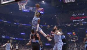 NBA – Ja Morant à deux doigts de faire une « Vince Carter » sur Kevin Love !