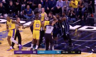 Les Lakers et le Magic dans une bousculade