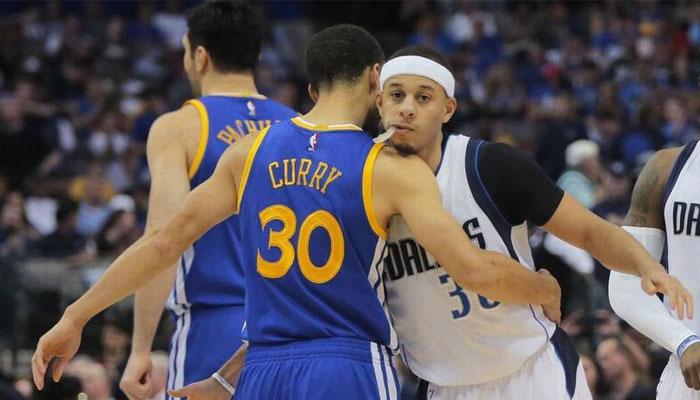 Stephen et Seth Curry se donnent une accolade