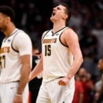 NBA – La photo virale de Nikola Jokic pendant l'humiliation des Nuggets