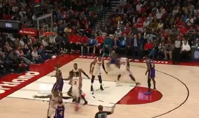 NBA - Alex Caruso et LeBron sortent un alley-oop parfait !