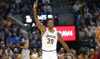 Dwight Howard plante à trois points !
