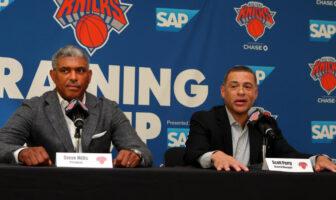 Steve Mills et Scott Perry durant le media day des Knicks
