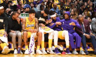Les Lakers sur le banc