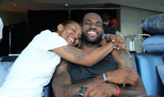 Pourquoi LeBron avait honte de sa mère plus jeune, et s'est excusé