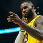 NBA – Un invité surprise dans le public du Game 1, LeBron réagit !