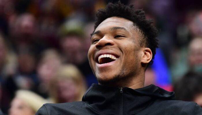 NBA - La superbe réaction de Giannis aux chants « Joyeux anniversaire » des fans