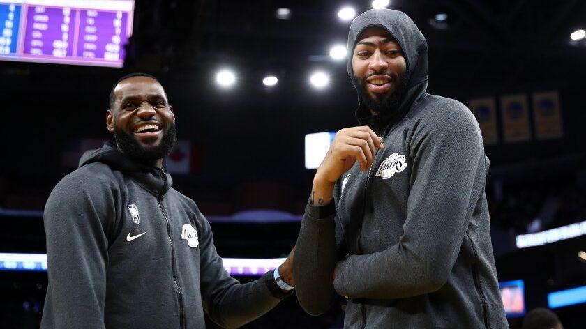 Anthony Davis et LeBron James chahutent dans vestiaires