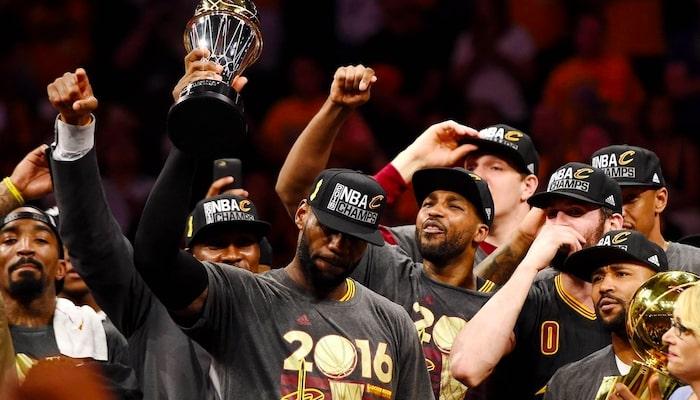 LeBron James et les Cavs champions