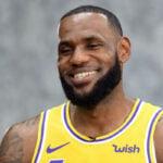 NBA – Le superbe geste de LeBron pour une famille qui a attendu… 8 heures !