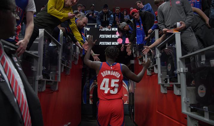 Sekou Doumbouya acclamé par les fans des Pistons