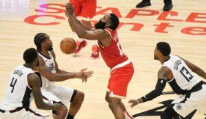 NBA – James Harden donne son avis sur les prises à deux sur lui