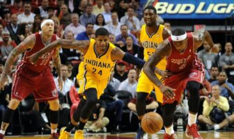 bataille pour le ballon entre paul george et lebron james