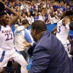 NCAA – Énorme baston entre les deux équipes de Kansas !