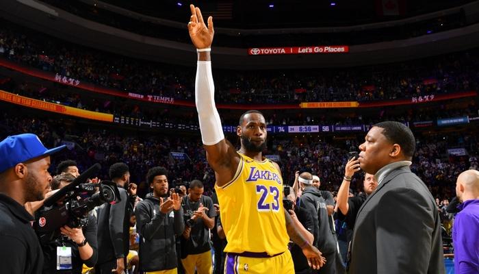 LeBron James dépasse Kobe Bryant dans l'histoire !