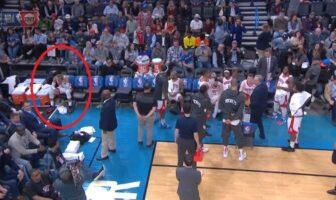 Russell Westbrook apparaît très frustré sur le banc des Rockets