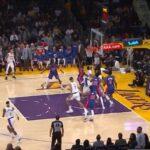 NBA – Le contre de Sekou Doumbouya sur Anthony Davis !