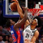 NBA – Sekou Doumbouya violemment contré au cercle !