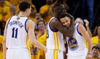 Klay Thompson, Draymond Green et Steph Curry des Warriors