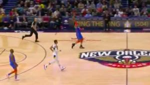 NBA – Steven Adams inscrit l'un des paniers les plus nonchalants de l'histoire !