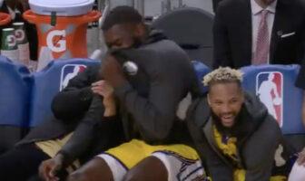 Stephen Curry et le banc des Warriors morts de rire après un dunk raté de Smailagic