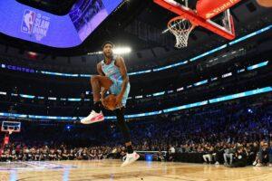 NBA – Derrick Jones Jr remporte devant Aaron Gordon un concours de dunks épique !