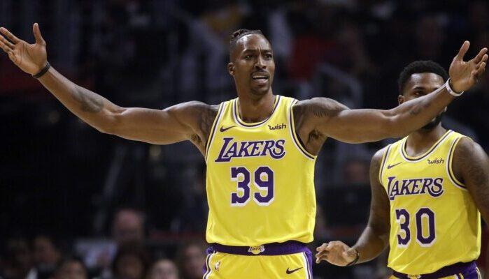 Dwight Howard, incrédule, sous le maillot des Los Angeles Lakers