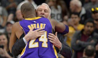 L'entraîneur des San Antonio Spurs, Gregg Popovich enlaçant la légende des Los Angeles Lakers, Kobe Bryant