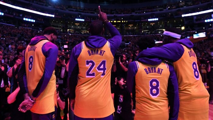 Les Lakers ont une nouvelle coutume durant les temps-morts pour honorer Kobe