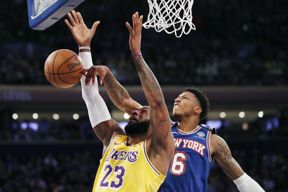 LeBron James des Lakers contré par Elfrid Payton