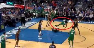 NBA – Le flop invraisemblable de Marcus Smart