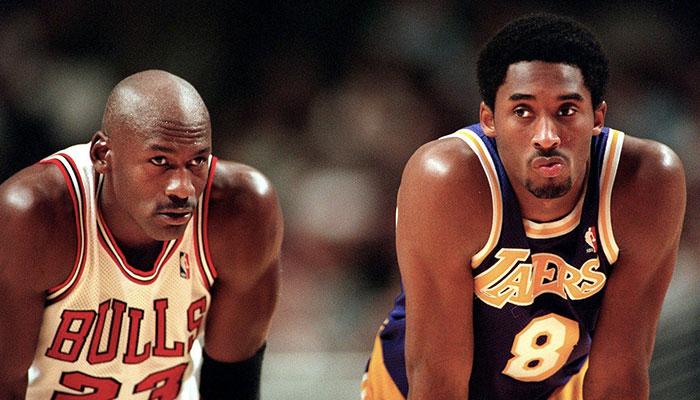 Michael Jordan et Kobe Bryant lors du match opposant les Chicago Bulls aux Los Angeles Lakers, le 17 décembre 1996