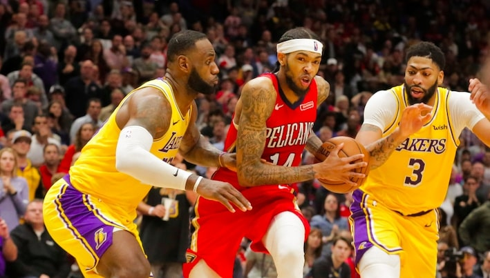 brandon ingram entouré de LeBron james et anthony davis