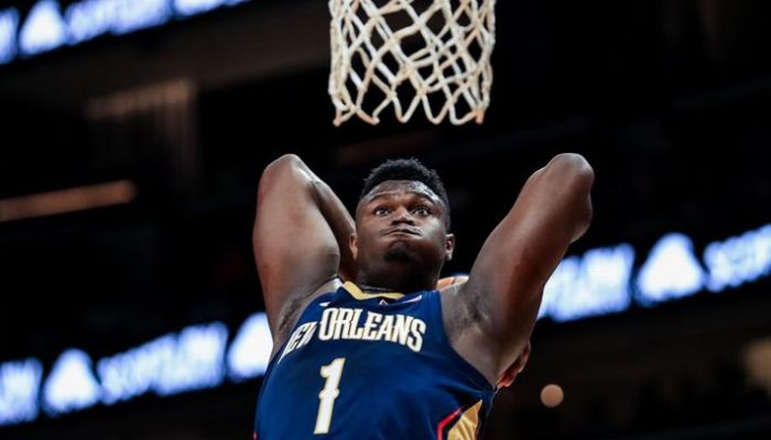Zion Williamson dunk pour les Pelicans