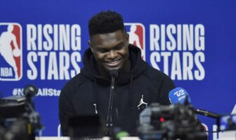 Zion Williamson en conférence de presse à la veille du RIsing Stars Challenge