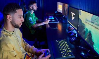 Ben Simmons en plein partie de Call Of Duty dans son espace spécialement dédié au gaming